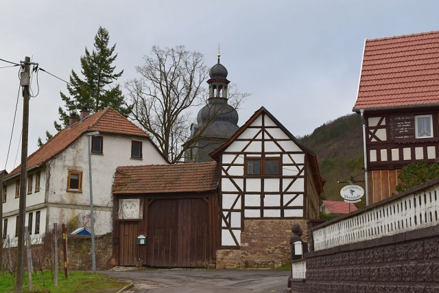 Village in Thuringia at the foot of the Hörselberg