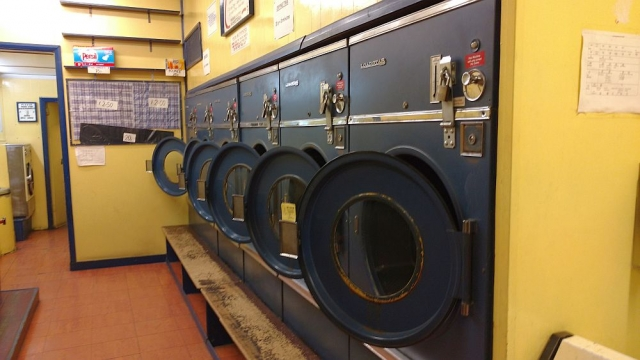 Laundrette in Highbury, 2016